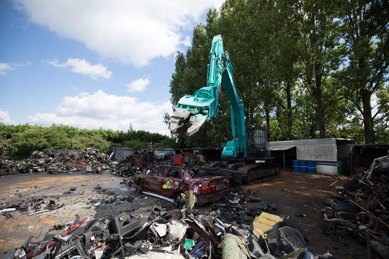 SK210D dismantling machine